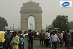 Tourists continues visiting India gate in heavy air pollution